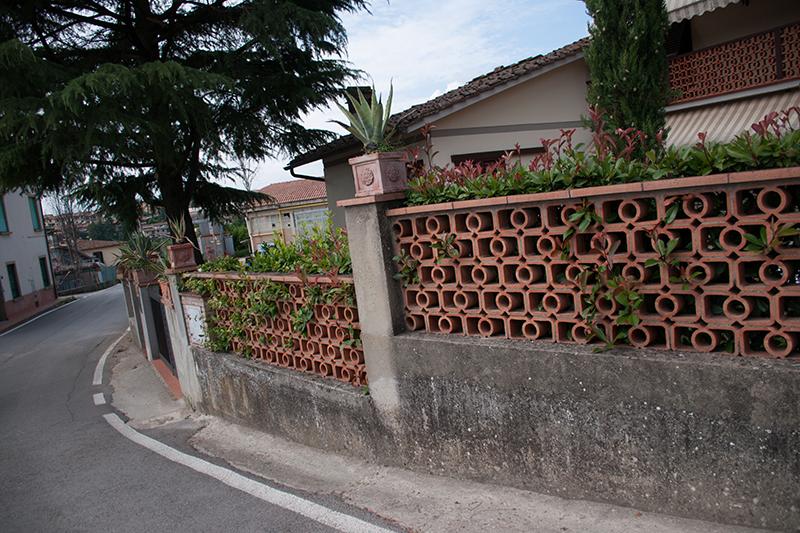 住宅地の塀