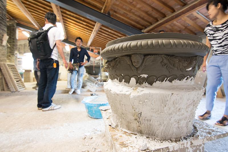 石膏型を作っているところ