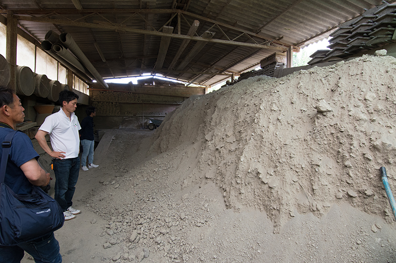 原材料の土置き場