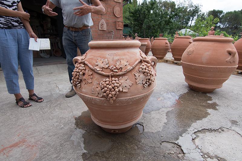 ワイン樽として用途が元で誕生したオルチョとよばれる壺。