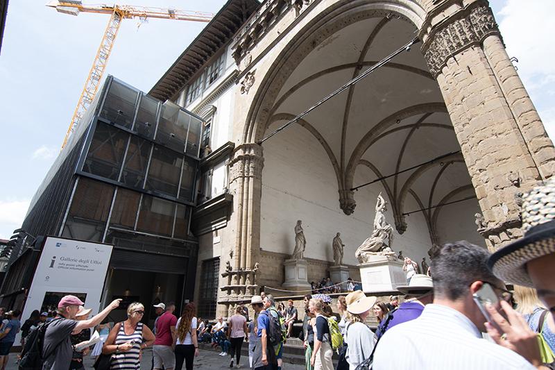 ロッジアディランツィ彫刻廊